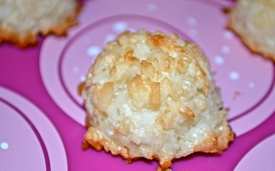 3 Ingredient Coconut Macaroons